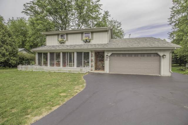W359N5333 Crestview Dr, Oconomowoc, WI 53066 (#1702725) :: Keller Williams Realty - Milwaukee Southwest