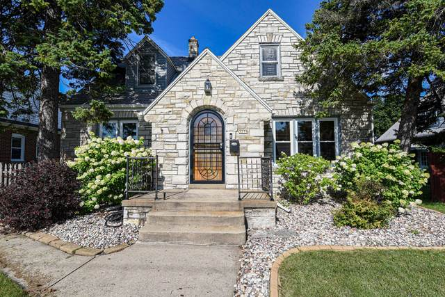 3375 S 43rd St, Greenfield, WI 53219 (#1702727) :: Keller Williams Realty - Milwaukee Southwest