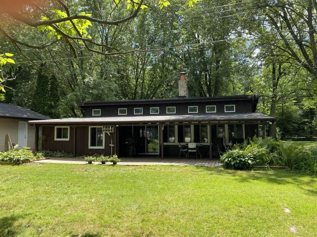 320 Violet Ave, Palmyra, WI 53156 (#1702757) :: RE/MAX Service First