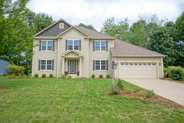 N77W22940 S Coldwater Cir, Sussex, WI 53089 (#1702794) :: Keller Williams Realty - Milwaukee Southwest