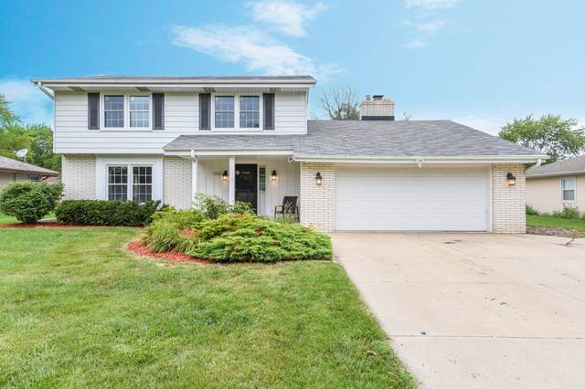 15190 W Fenway Dr, New Berlin, WI 53151 (#1702846) :: RE/MAX Service First Service First Pros