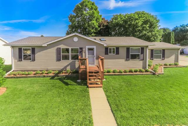 129 S Eastown Manor, Elkhorn, WI 53121 (#1702890) :: RE/MAX Service First Service First Pros