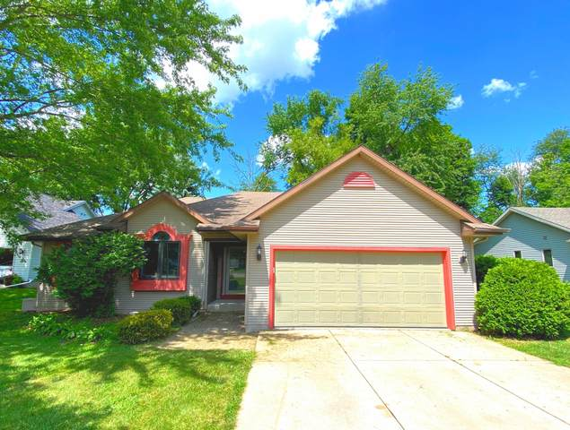 425 Oakwood Ln, Lake Geneva, WI 53147 (#1702979) :: RE/MAX Service First Service First Pros