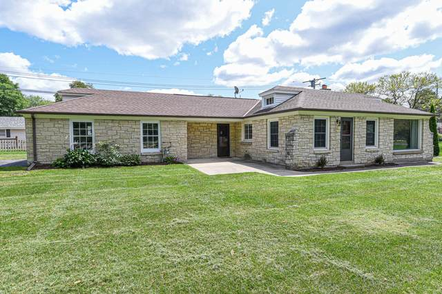 140 S Park Blvd, Brookfield, WI 53005 (#1703010) :: RE/MAX Service First Service First Pros