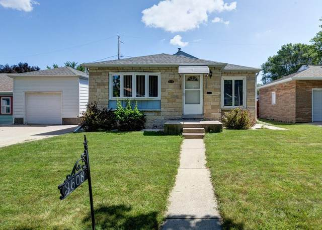 3608 S 58th St, Milwaukee, WI 53220 (#1703134) :: RE/MAX Service First Service First Pros