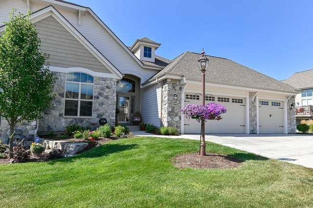 3503 Hawthorn Hill Dr 44-2, Waukesha, WI 53188 (#1703162) :: RE/MAX Service First Service First Pros