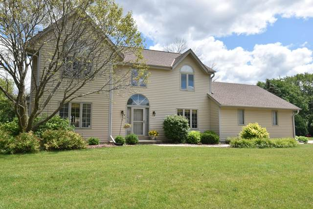 14510 W Fairfield Dr, New Berlin, WI 53151 (#1703178) :: RE/MAX Service First Service First Pros