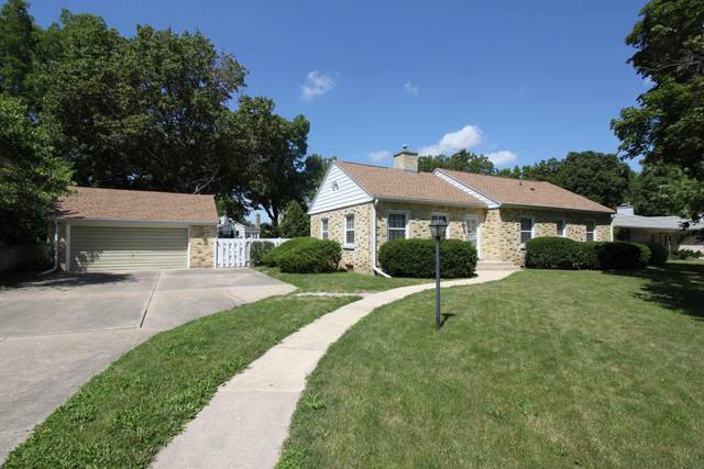 204 N Esterly Ave, Whitewater, WI 53190 (#1703242) :: RE/MAX Service First Service First Pros