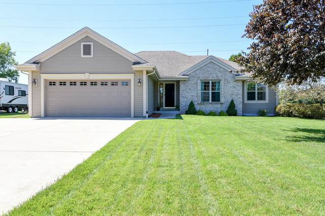7561 S Pacific St, Franklin, WI 53132 (#1703271) :: Tom Didier Real Estate Team