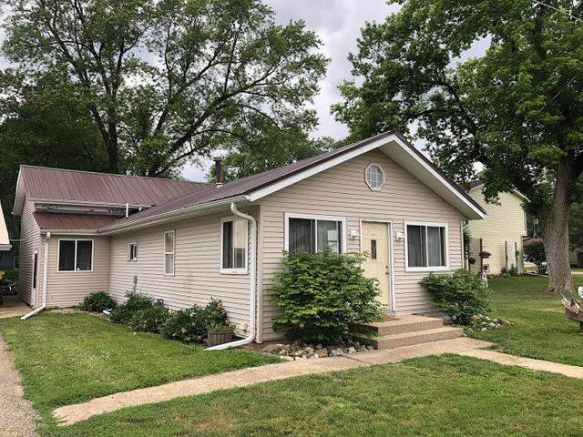 W1205 Flamingo Dr, Bloomfield, WI 53157 (#1703365) :: RE/MAX Service First Service First Pros
