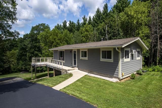 W307N8511 Laskin Rd, Merton, WI 53029 (#1703374) :: OneTrust Real Estate