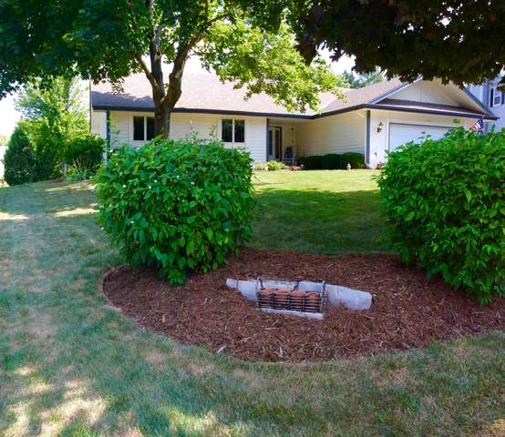 1016 Eaton Ct, Hartland, WI 53029 (#1703419) :: RE/MAX Service First Service First Pros
