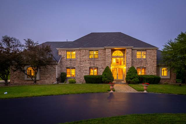 8760 N Dean Circle, River Hills, WI 53217 (#1703426) :: Tom Didier Real Estate Team