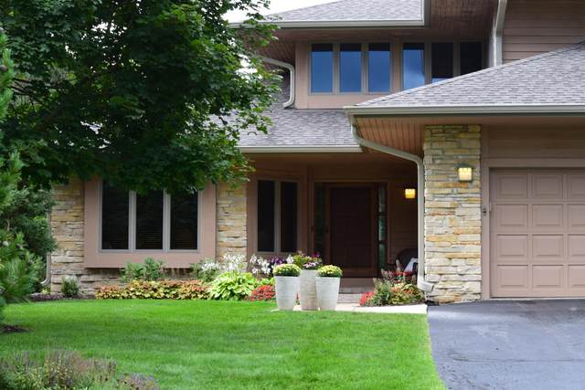 1123 Sweetbriar Ln #19, Hartland, WI 53029 (#1703428) :: Tom Didier Real Estate Team