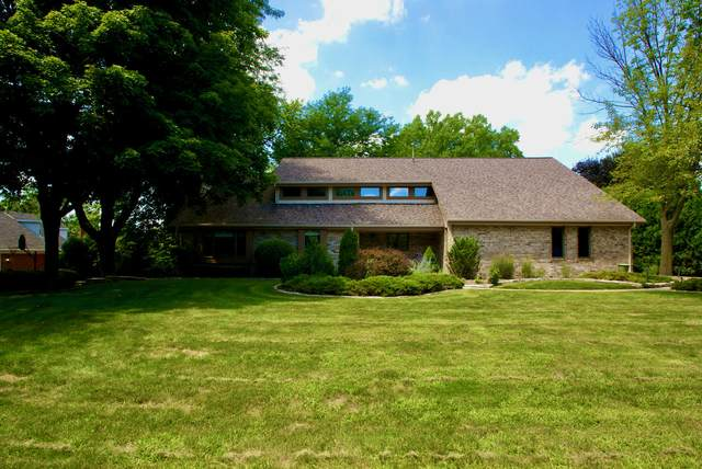 905 Golden Meadow Gln, Brookfield, WI 53045 (#1703440) :: RE/MAX Service First Service First Pros