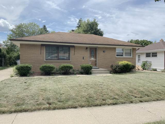 4225 N 80th St, Milwaukee, WI 53222 (#1703441) :: RE/MAX Service First Service First Pros