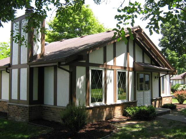 5305 S Somerset Ln, Greenfield, WI 53221 (#1703443) :: RE/MAX Service First Service First Pros