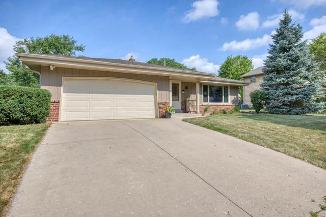 1112 School Dr, Waukesha, WI 53189 (#1703560) :: RE/MAX Service First Service First Pros
