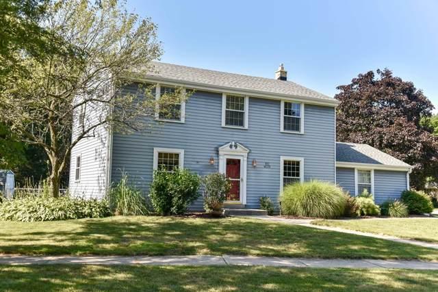 N97W6376 Lexington St, Cedarburg, WI 53012 (#1703586) :: Tom Didier Real Estate Team