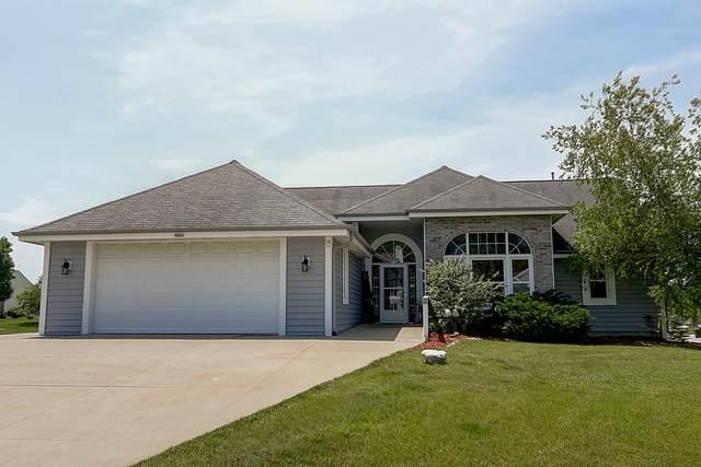 4985 W Berkshire Dr, Franklin, WI 53132 (#1703717) :: NextHome Prime Real Estate
