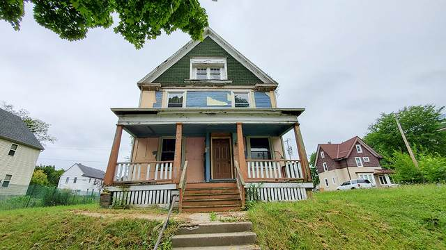 2047 N 33rd St, Milwaukee, WI 53208 (#1703880) :: Tom Didier Real Estate Team