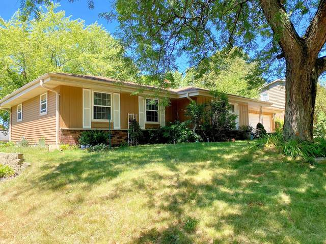 506 Cheyenne Dr, Waukesha, WI 53188 (#1704030) :: RE/MAX Service First Service First Pros