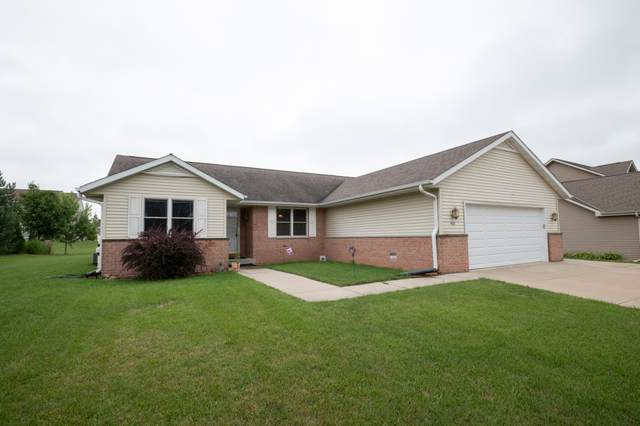 817 Meadowgate Dr, Waterford, WI 53185 (#1704119) :: Tom Didier Real Estate Team