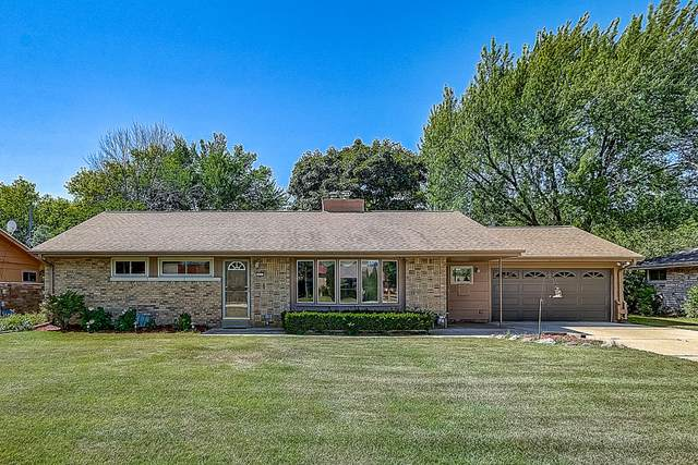8859 N Mohawk Rd, Bayside, WI 53217 (#1704408) :: RE/MAX Service First Service First Pros