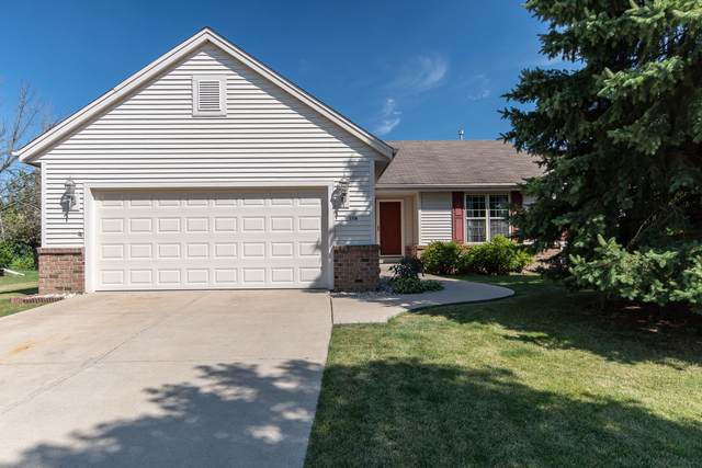 1208 Chesterwood Ln, Pewaukee, WI 53072 (#1704419) :: OneTrust Real Estate
