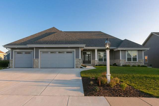 1729 Moccasin Trail, Waukesha, WI 53189 (#1704552) :: NextHome Prime Real Estate