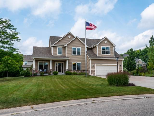 N30W22045 Woodfield Ct E, Pewaukee, WI 53186 (#1704578) :: NextHome Prime Real Estate