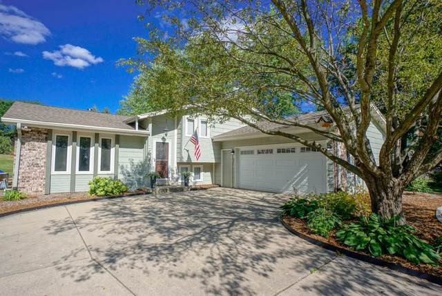 352 Stone Ct, Pewaukee, WI 53072 (#1705130) :: RE/MAX Service First Service First Pros