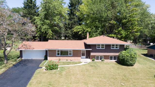 2200 W Apple Tree Rd, Glendale, WI 53209 (#1705836) :: RE/MAX Service First Service First Pros