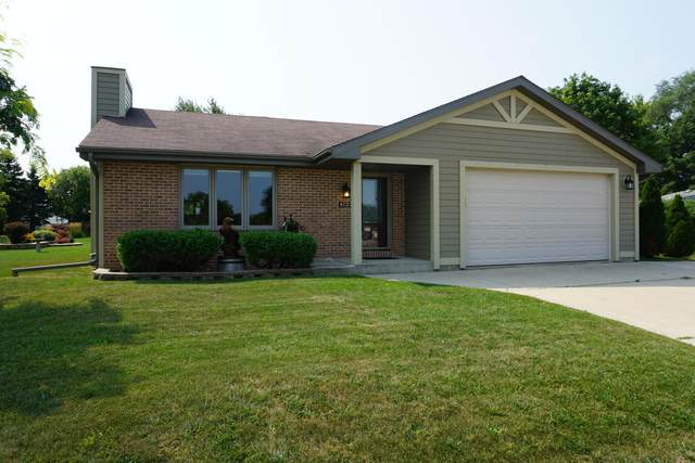 4123 W Rawson Ave, Franklin, WI 53132 (#1706167) :: RE/MAX Service First Service First Pros