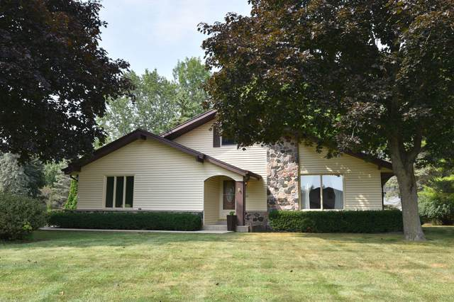 4045 S Quimby Ave, New Berlin, WI 53151 (#1706755) :: RE/MAX Service First Service First Pros