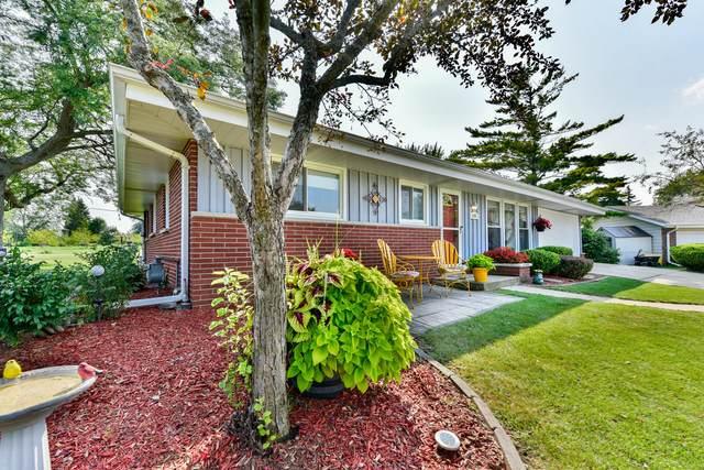 8205 S Bonita Ct, Oak Creek, WI 53154 (#1706789) :: Tom Didier Real Estate Team