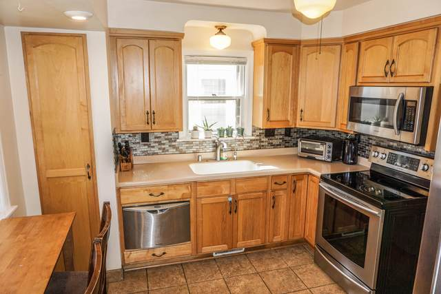 3024 N 78th St, Milwaukee, WI 53222 (#1707396) :: RE/MAX Service First