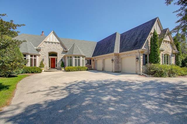 10058 N Sheridan Dr, Mequon, WI 53092 (#1707813) :: Tom Didier Real Estate Team
