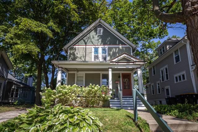 7406 W Garfield Ave, Wauwatosa, WI 53213 (#1707955) :: NextHome Prime Real Estate