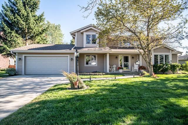 9317 W Stanford Ct, Mequon, WI 53097 (#1708204) :: NextHome Prime Real Estate