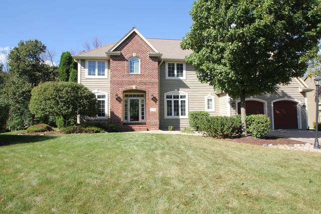 13750 W Linfield Dr, New Berlin, WI 53151 (#1708364) :: RE/MAX Service First Service First Pros