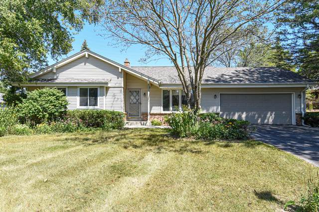 12618 N Yvonne Dr, Mequon, WI 53092 (#1708675) :: Tom Didier Real Estate Team