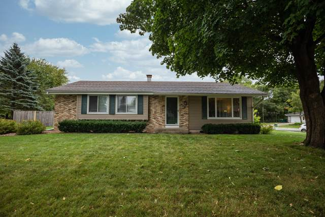 608 W Hollybrook Ln, Saukville, WI 53080 (#1708793) :: Tom Didier Real Estate Team