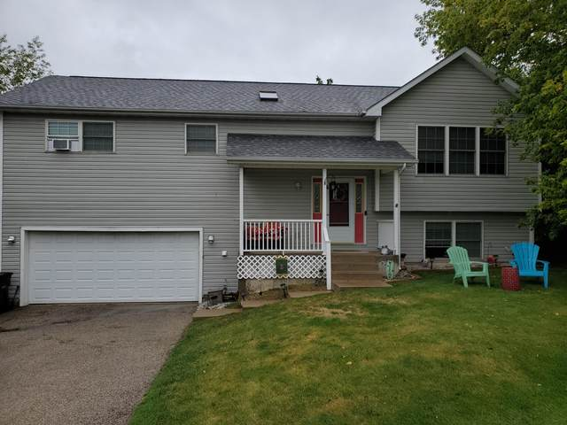 N3165 Center St, Geneva, WI 53147 (#1708796) :: RE/MAX Service First Service First Pros