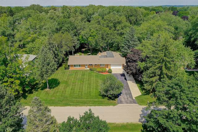 7830 W Sunnyvale Rd, Mequon, WI 53097 (#1708798) :: Tom Didier Real Estate Team