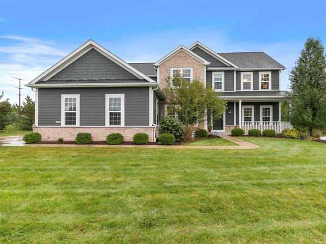 11402 N Oakview Ct, Mequon, WI 53092 (#1708934) :: Tom Didier Real Estate Team