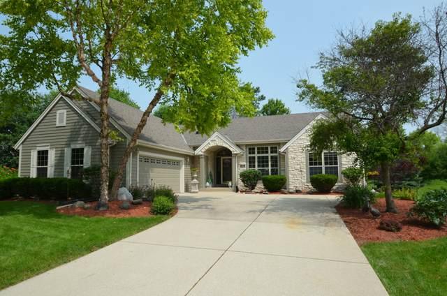 N48W16388 Lone Oak Ln, Menomonee Falls, WI 53051 (#1709043) :: NextHome Prime Real Estate