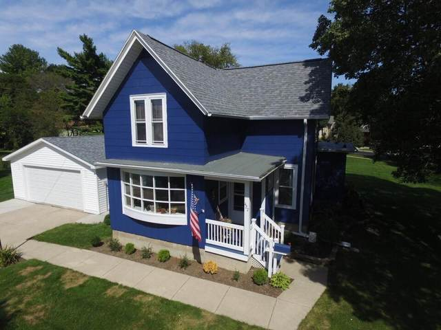 427 E Lake St, Lake Mills, WI 53551 (#1709084) :: Tom Didier Real Estate Team