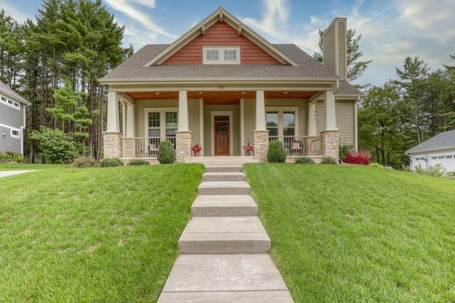 450 Park Ct, Hartland, WI 53029 (#1709093) :: RE/MAX Service First Service First Pros