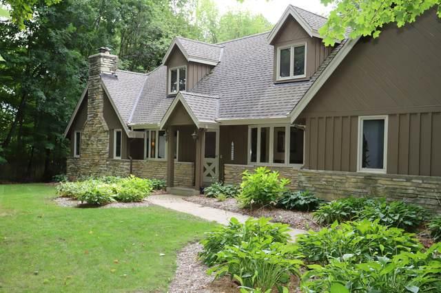 N90W20829 Scenic Dr, Menomonee Falls, WI 53051 (#1709442) :: Tom Didier Real Estate Team